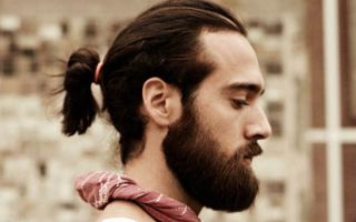 7 способов собрать мужские волосы в хвостик