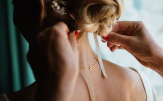 Греческие прически: лучшие идеи для средних волос