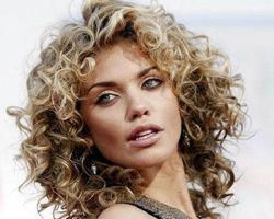 Эффектные кудри: выбор прически для волос средней длины
