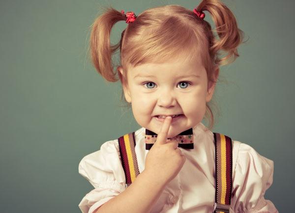 девочка с хвостиками