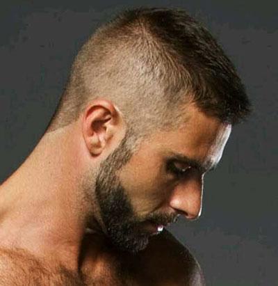 короткая стрижка с бородой