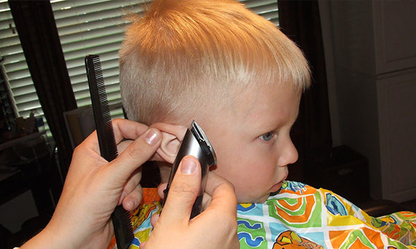 парикмахер и мальчик