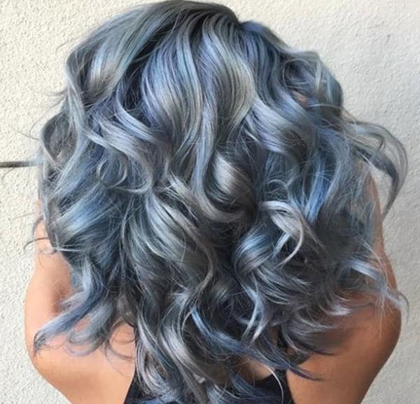 Серо-голубые локоны