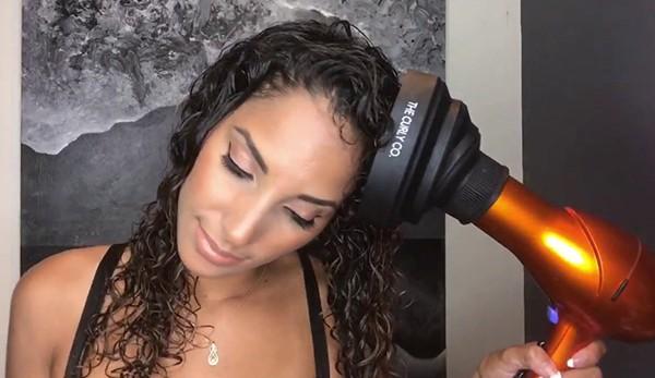 Укладка феном кудрявых волос