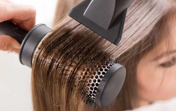 Укладка волос феном и расческой