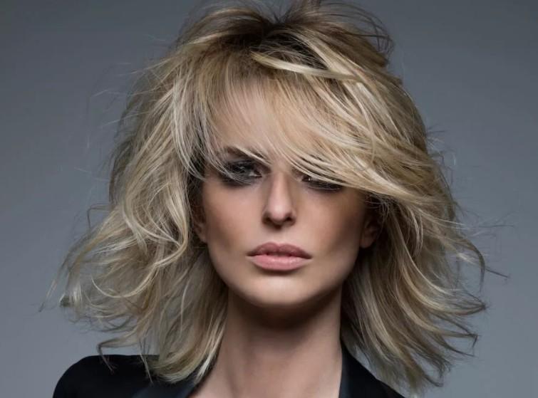 женские стрижки для волос средней длины
